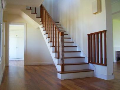 Pisos de madera escaleras decks y pergolas pulidos e - Maderas para escaleras ...