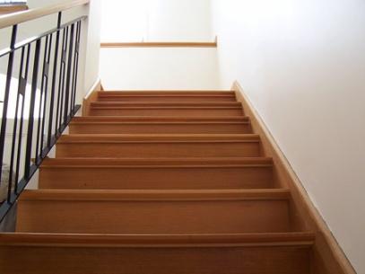 Escaleras de madera de calidad roble guatambu curupay - Maderas para escaleras ...